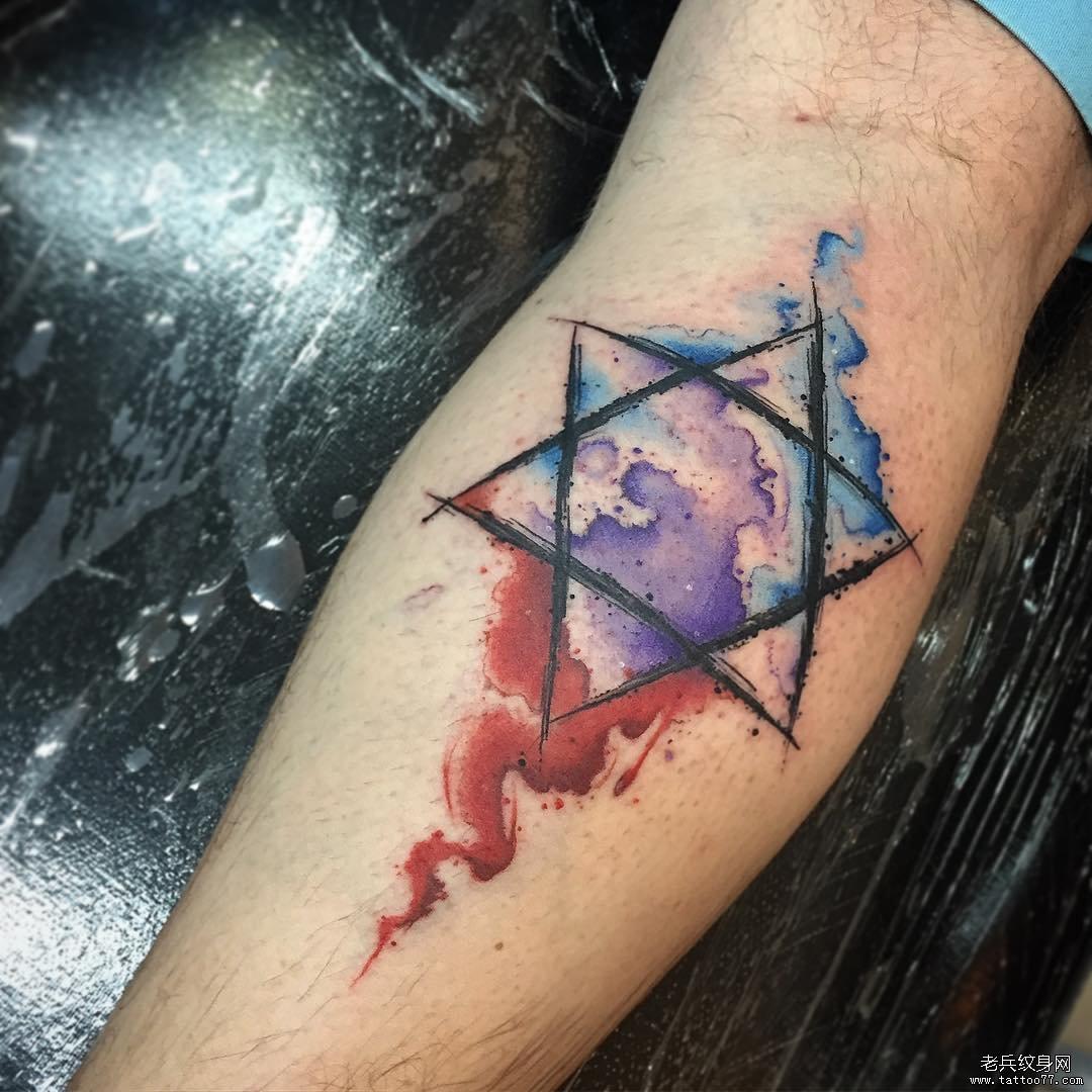 小腿六芒星彩绘泼墨纹身图案