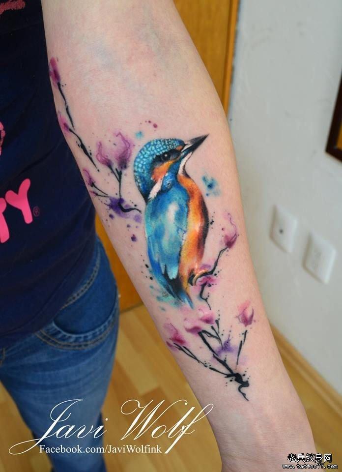 小臂彩色中国风小鸟写实纹身图案