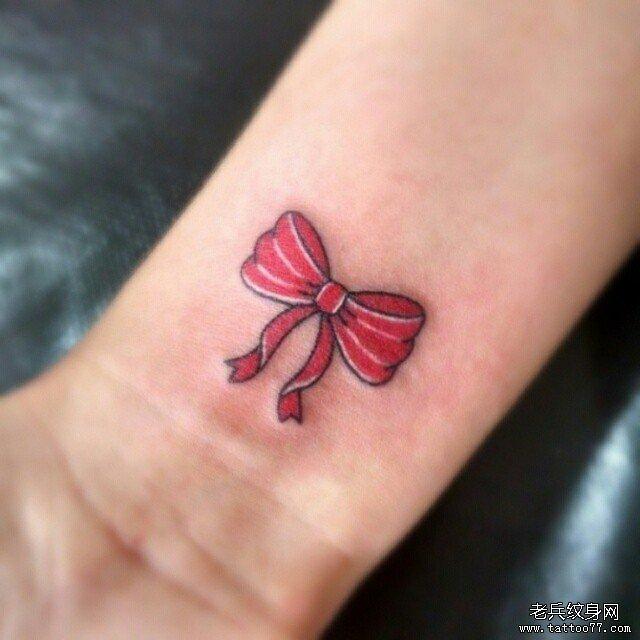 手腕彩色蝴蝶结纹身图案