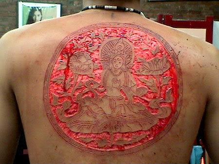男性背部割肉佛像觀音紋身圖案