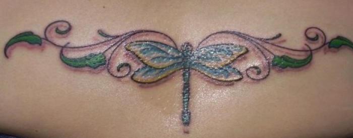 背部蜻蜓和藤蔓纹身图案
