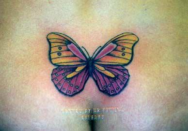 腹部紫色和黃色蝴蝶紋身圖案