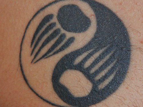 阴阳八卦熊爪印黑白纹身图案