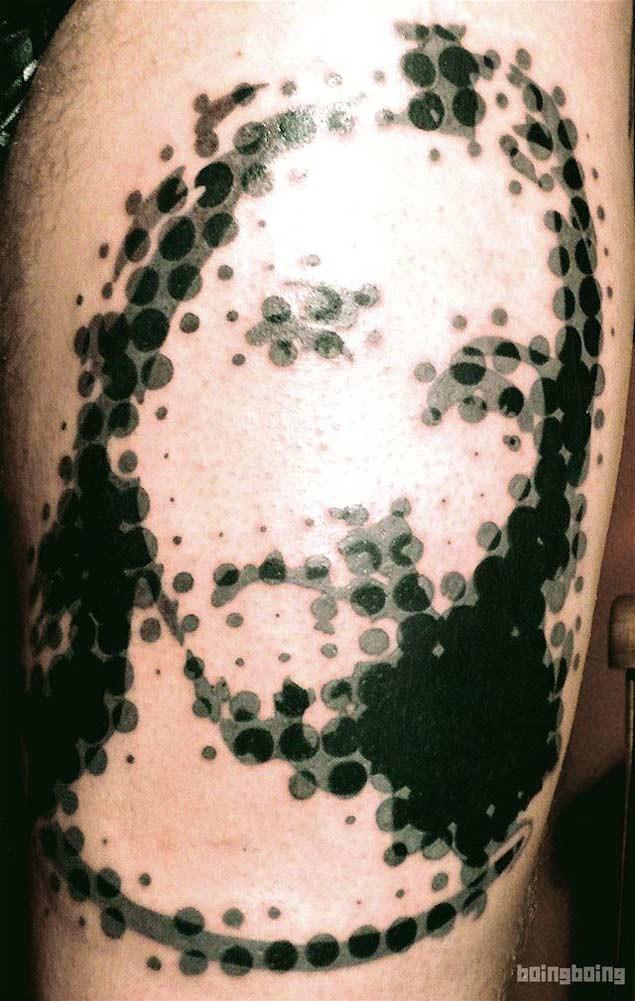经典的黑色圆点组合耶稣肖像纹身图案