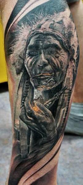 小腿中等大小的黑色老印第安人肖像纹身图案