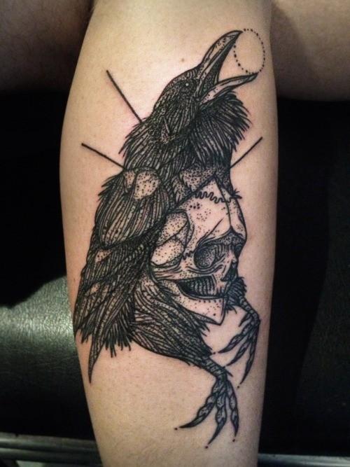黑色骷髅与乌鸦纹身图案