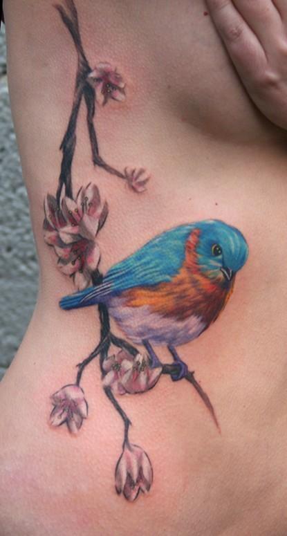 腰部多彩的精美小鸟花朵纹身图案