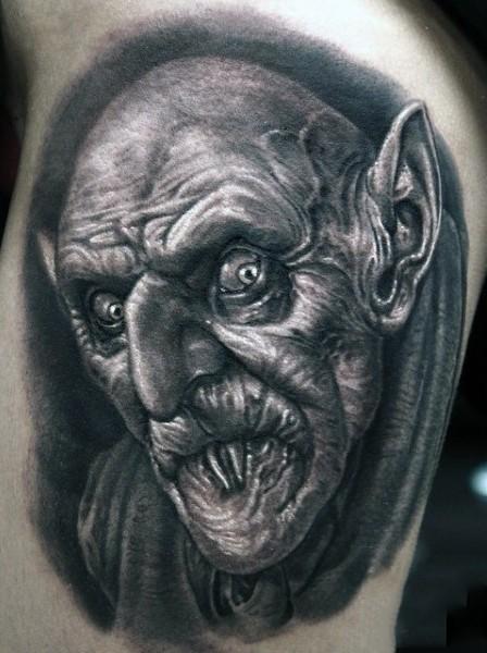恐怖电影里的吸血鬼纹身图案