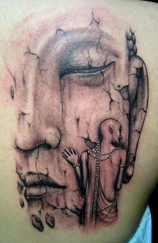 背部不寻常的佛像纹身图案