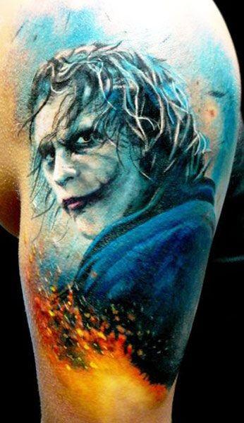 手臂彩色恐怖风格小丑纹身图案