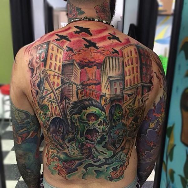 满背漫画风格彩色僵尸建筑纹身图案