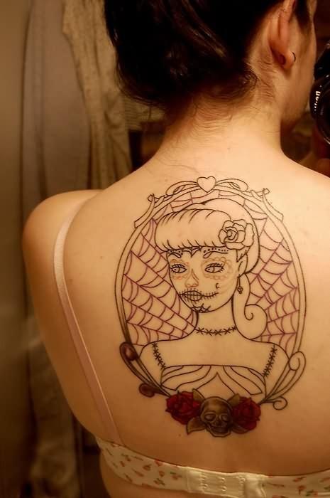 背部玫瑰蜘蛛网与死亡女郎纹身图案