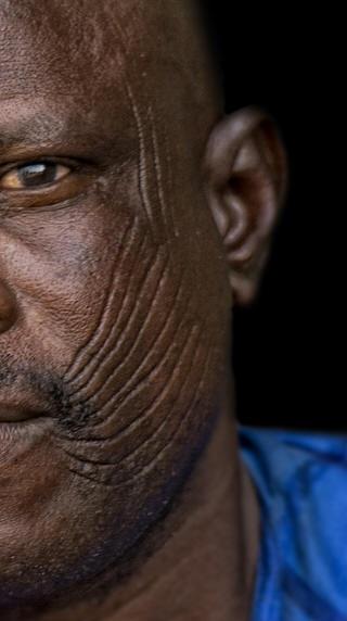 傳統臉部割肉紋身圖案