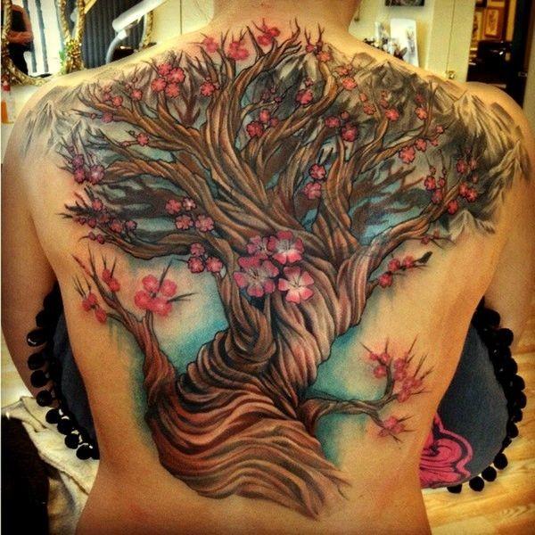 背部美丽的全彩色樱花树纹身图案