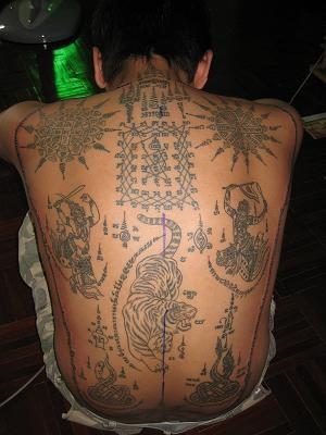 背部藏族佛教符号纹身图案