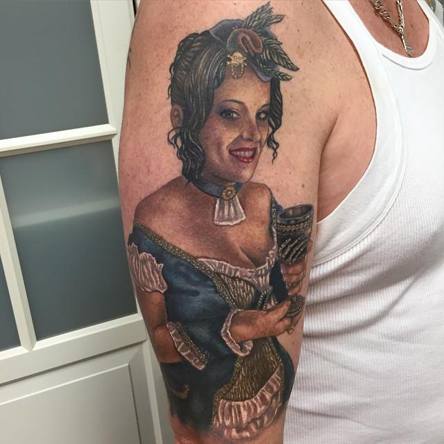 大臂old school彩绘女人肖像纹身图案
