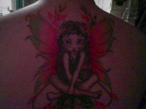 背部彩色愤怒的精灵纹身图案