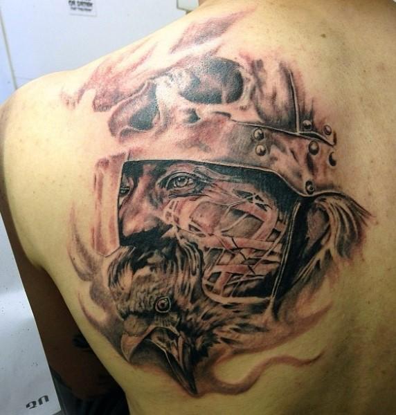 背部黑灰令人毛骨悚然的战士纹身图案