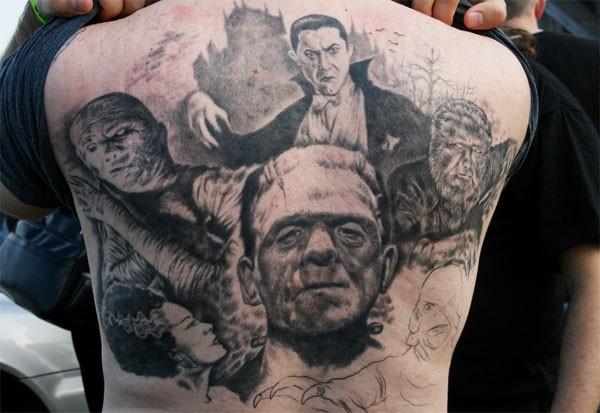 背部惊人的黑白写实恐怖电影人物纹身图案