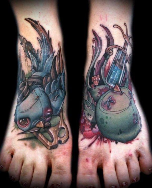 脚背彩色的死亡鸟纹身图案
