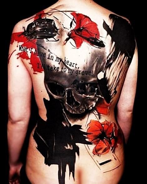 背部巨大的骷髅花朵恐怖风格纹身图案