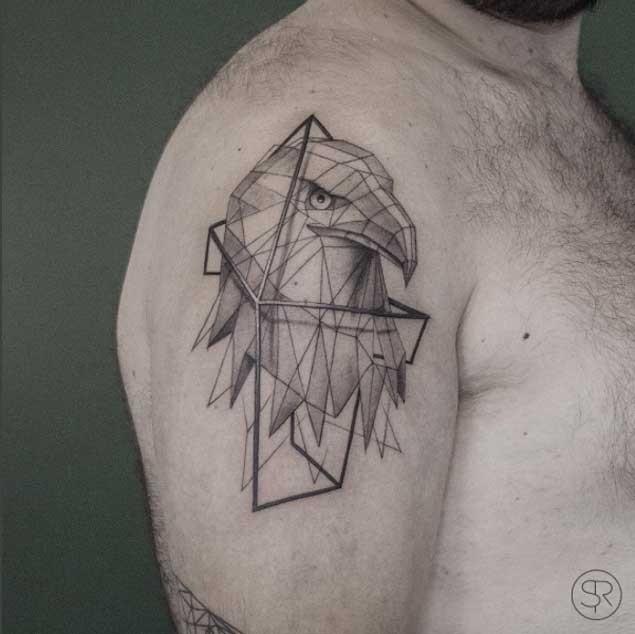 肩部幾何風格黑色鷹頭紋身圖案