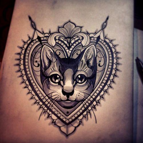黑灰貓咪和心形紋身圖案