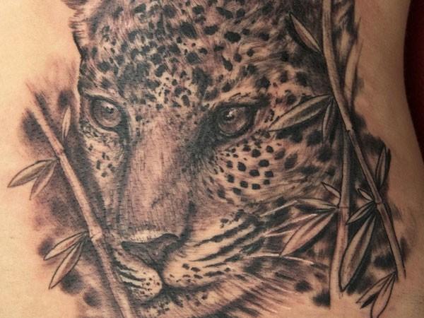 非常逼真的黑白豹子紋身圖案