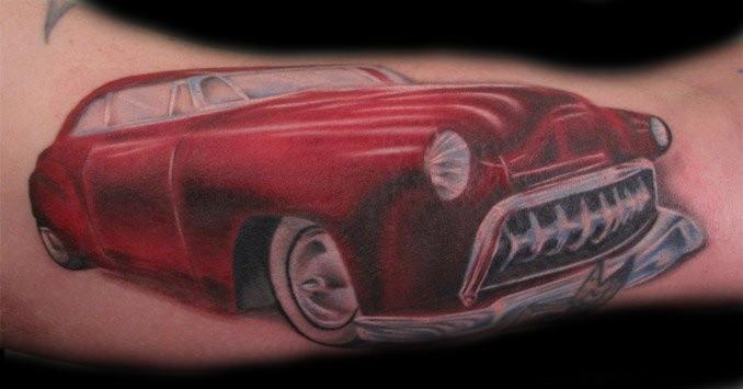 可爱的红色汽车手臂纹身图案