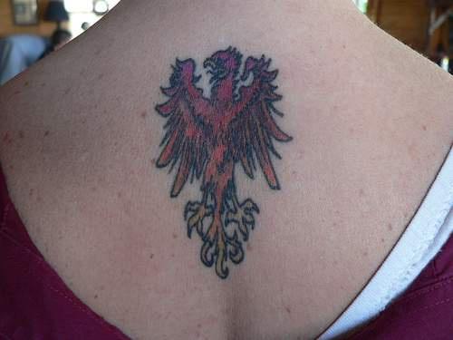 背部简约的火凤凰纹身图案