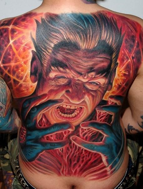 背部不可思議的五彩邪惡巫師紋身圖案