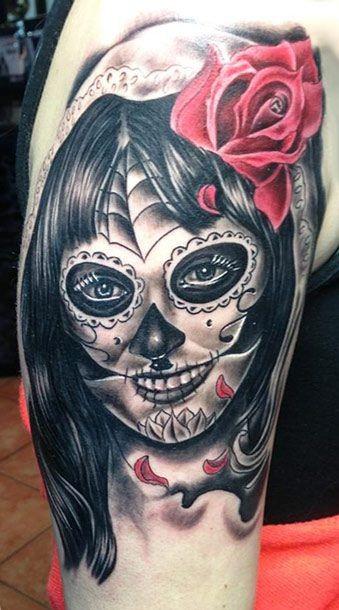 令人毛骨悚然的黑色死亡女郎红玫瑰纹身图案