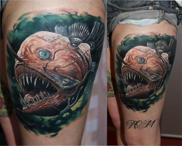 大腿寫實風格彩色神秘邪惡的機械魚紋身圖案