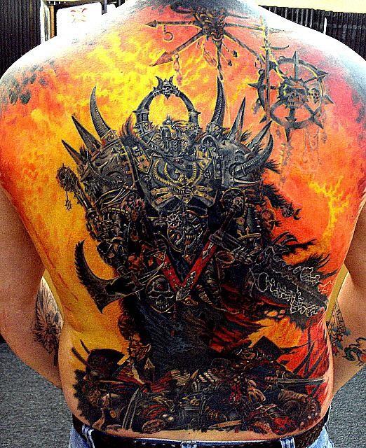 背部彩色火焰与魔鬼战斗纹身图案