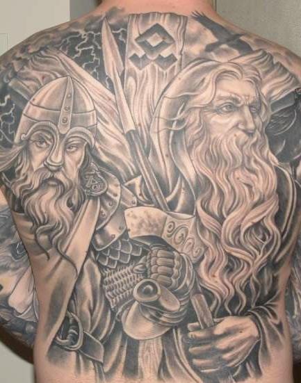 背部黑色海盗战士纹身图案