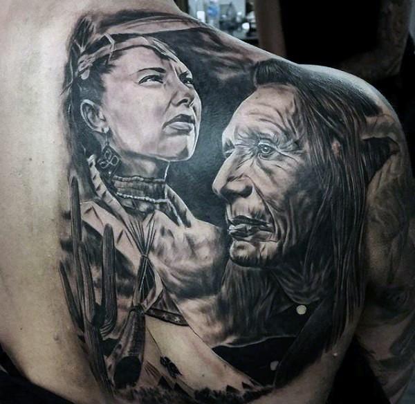 背部写实的黑白老印第安人肖像纹身图案