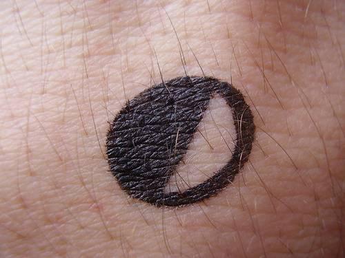 手腕黑色小月亮簡約紋身圖案
