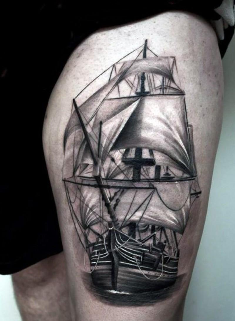 大腿写实逼真的帆船纹身图案