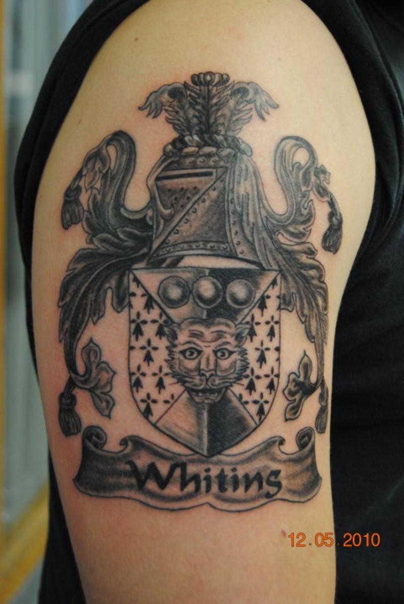 大臂灰色徽章图腾纹身图案