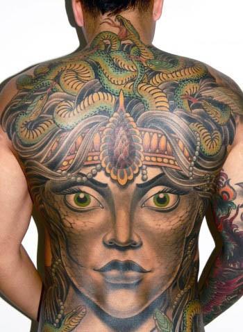 背部難以置信的五彩邪惡神秘美杜莎紋身圖案