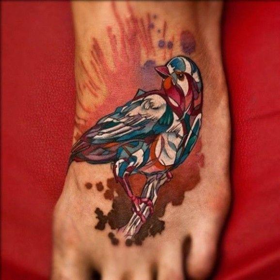 脚背漂亮的水彩画小鸟纹身图案