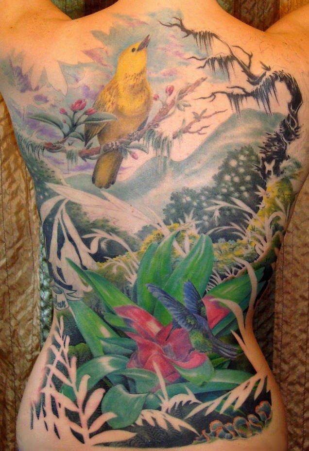 背部完美的彩色小鳥花卉世外桃源紋身圖案