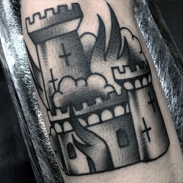 古老的黑白城堡与十字架火焰纹身图案