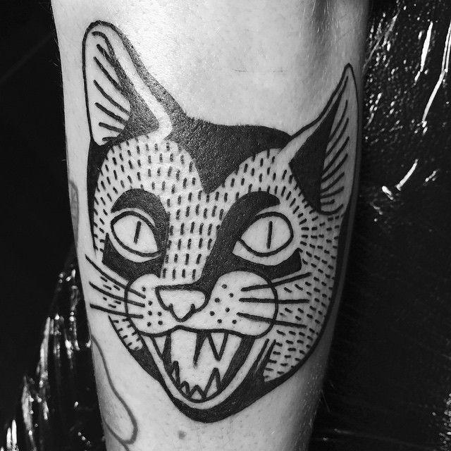 传统的黑色猫头纹身图案