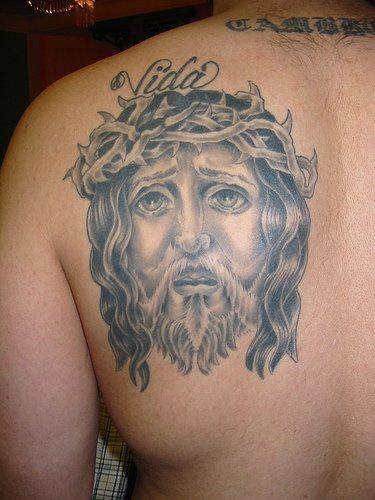 背部耶稣头像纹身图案