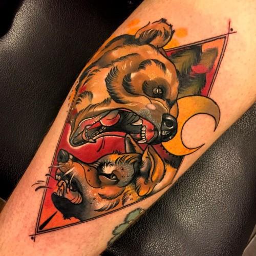 新流派彩色幾何邪惡熊與狼和月亮紋身圖案