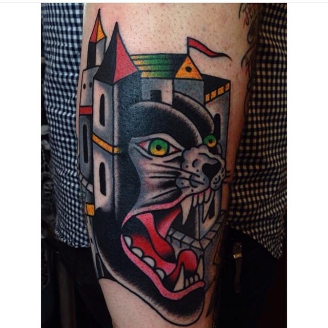 手臂old school豐富多彩的黑豹與舊城堡紋身圖案