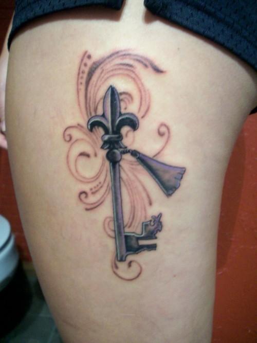 大腿百合花纹章钥匙纹身图案