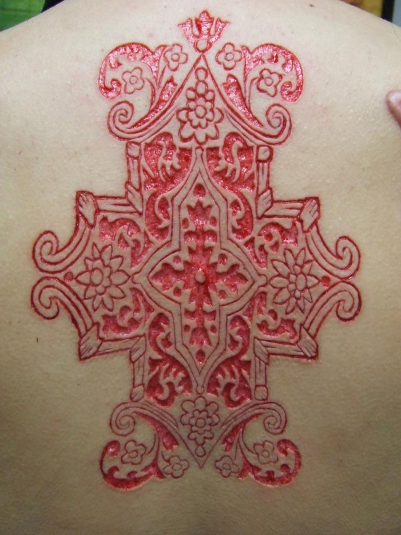 背部割肉花朵图腾纹身图案