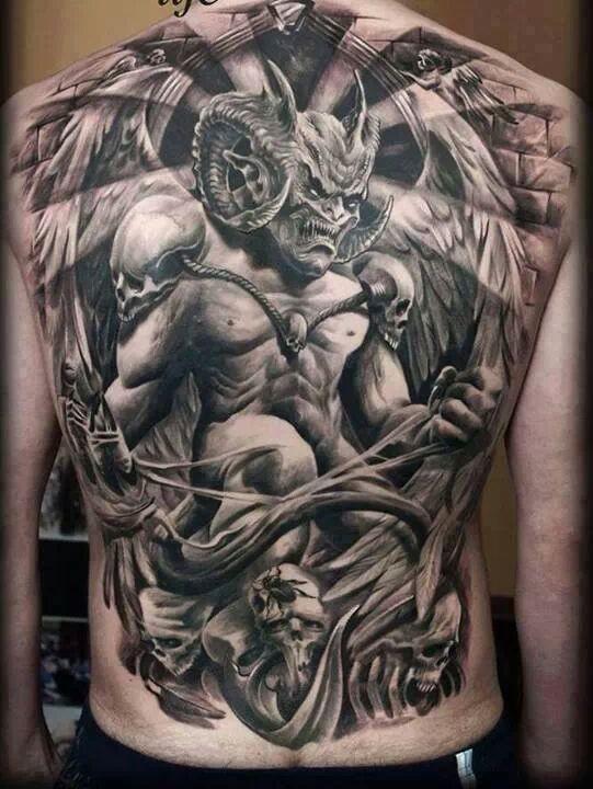 背部恶魔石雕像黑灰纹身图案